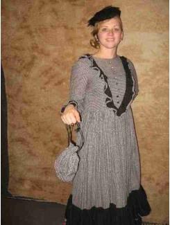 Robe 1900 à carreaux noirs